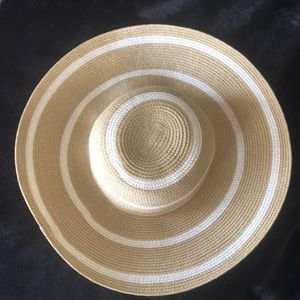 NWT Nordstrom hat beautiful floppy!